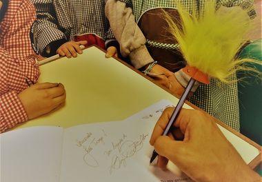 Tarde de autógrafos na Feira do Livro do Jardim de Infância João de Deus - Faro