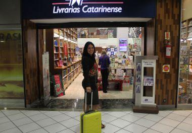 Sessão de Autógrafos -Na Mala do Imigrante - Livrarias Catarinense - Florianópolis (Santa Catarina- Brasil)