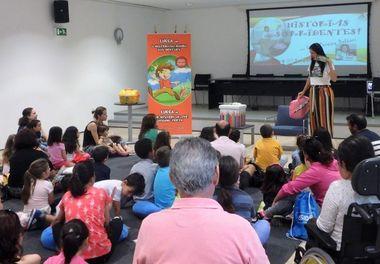 """Biblioteca de Olhão e Ligia Boldori levam as """"Histórias Sorridentes"""" para pais e filhos."""