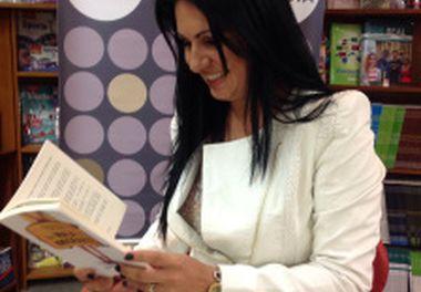 """Livraria Martins Fontes Paulista - Brasil- Sessão de Autógrafos - livro """"Na Mala do Imigrante"""""""